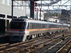 大阪・京都に乗り入れるキハ85系特急ワイドビューひだ号