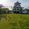 城に鯉のぼり2