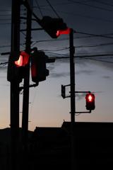 夕闇の赤信号