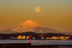 富士と月と