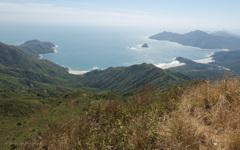 蚺蛇尖の頂上から見た美しいビーチ