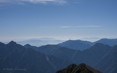 富士を見下ろす立山の頂上