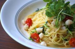 小柱とミニトマトのアーリオオーリオ 山椒の香り