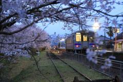 夕暮れの志和地駅