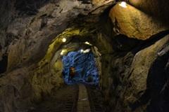 トロッコの通るトンネル