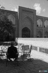 メドレセの中庭にて