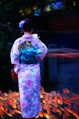 竹灯籠と浴衣美人