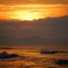 朝焼け雲の下に見える光景