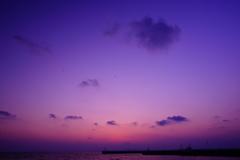 陽が沈んだ春の空と霞む富士