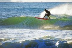 真冬のサーファー~波を切り裂いて