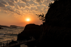 巨岩の夕景