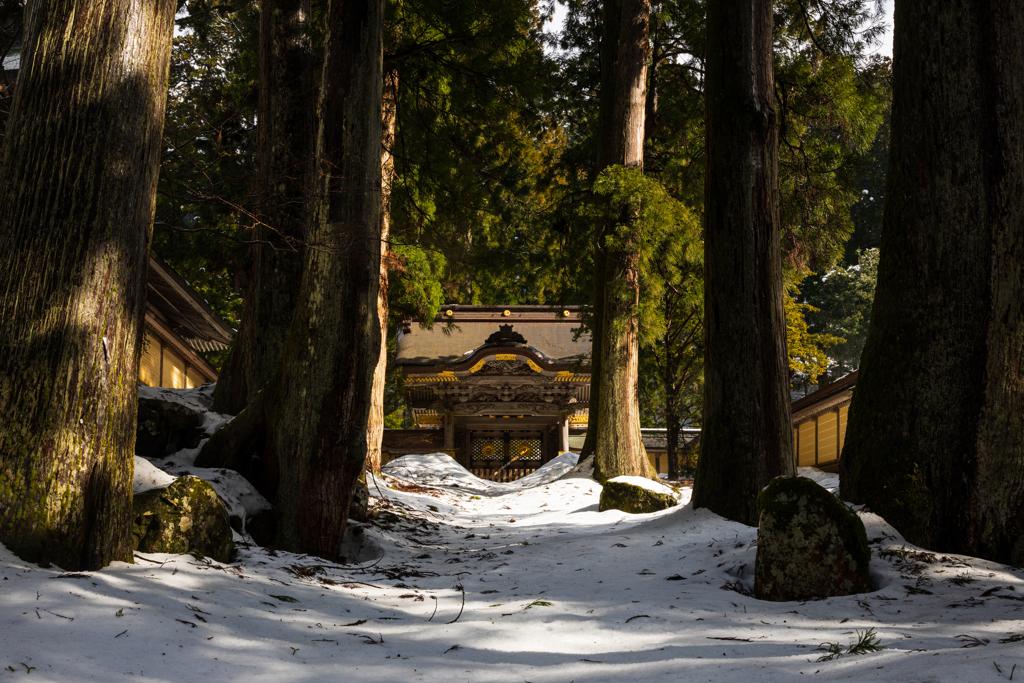 雪の唐門1