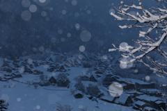 しんしんと雪が降る夜は