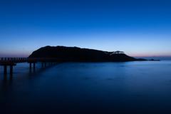 神の島『雄島』(三国町の夕景より)