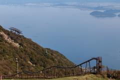 琵琶湖と大すべり台とロープウェイ(琵琶湖バレイより)