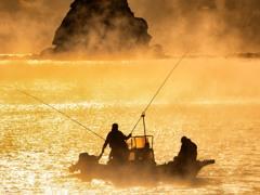気嵐と釣り船