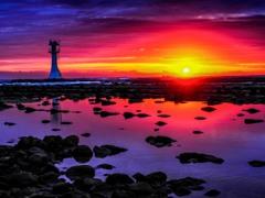 日の出と灯台