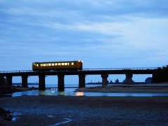 夜明けのローカル電車