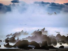 岩礁と気嵐
