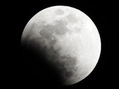 駆け出した月