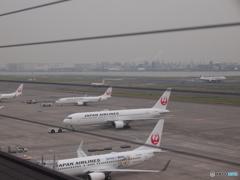 2機が揃ってプッシュバック中〜羽田空港第一ダイジェスト[2015.10.10]