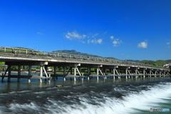 青空と渡月橋