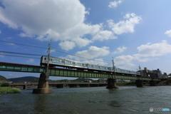宇治川を眺める