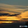 夕焼け空とひこうき雲