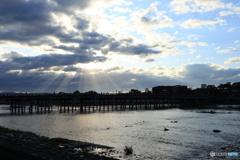 渡月橋に光さす