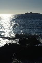 真夏の海と軍艦島