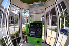 神戸旧居留地にある公衆電話ボックス・・!