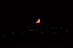沈む赤いお月様