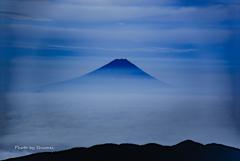 雲海に浮かぶ黎明富士