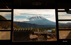 古民家から眺める富士