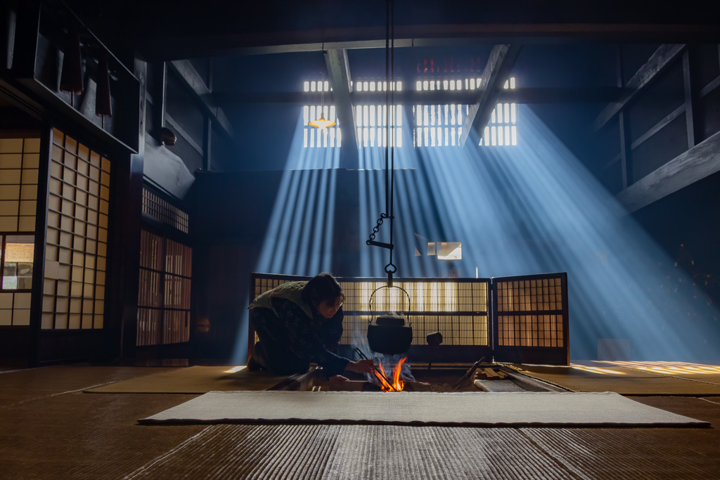 囲炉裏と光芒