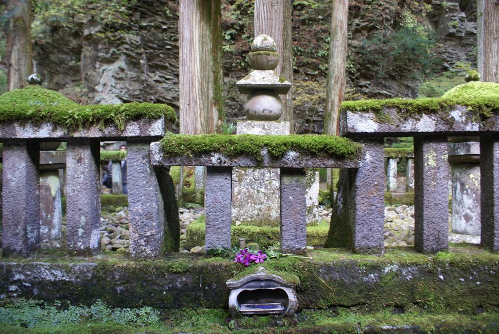 勝道上人の墓