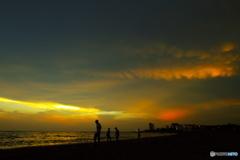 金色の雲の下で