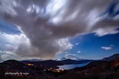 月夜の暴れ雲