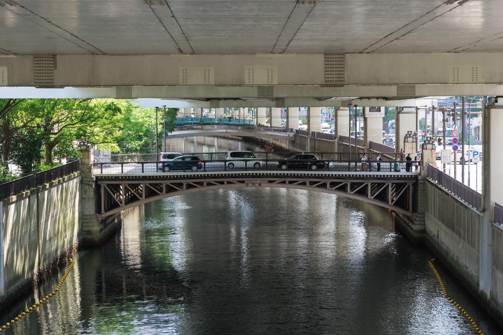天井がスレスレの歩道橋