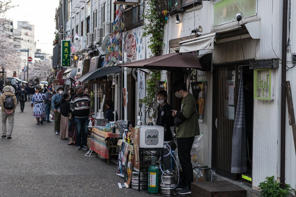 大岡川沿いの店舗