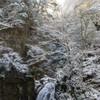 雪の赤目滝
