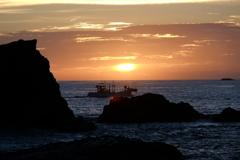 渡し船と日の出