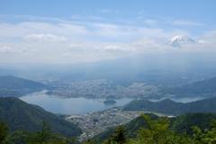 富士山と湖。