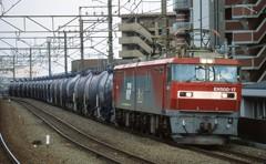 タンカー列車が行く。