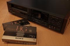 SONY MasterHGテープと ビデオデッキ。