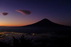 雲海とつるし雲、夜明け前。