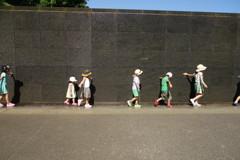 壁と水と子供達