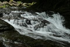 白水流れる