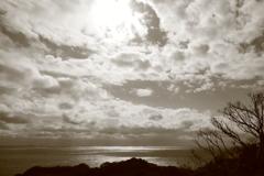冬の海と空