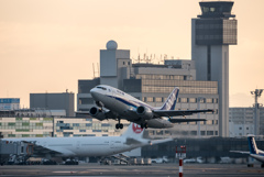 夜明けとドルフィン 「Boeing 737-500 JA305K」